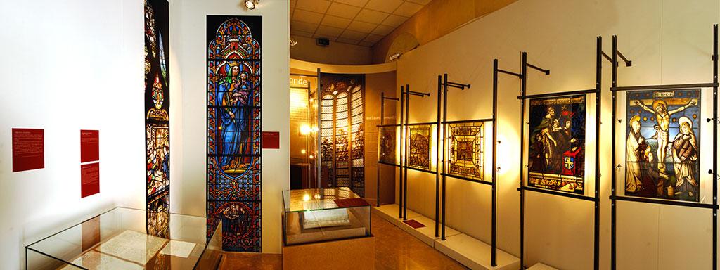 Des sources à la lumière, archives et vitrail